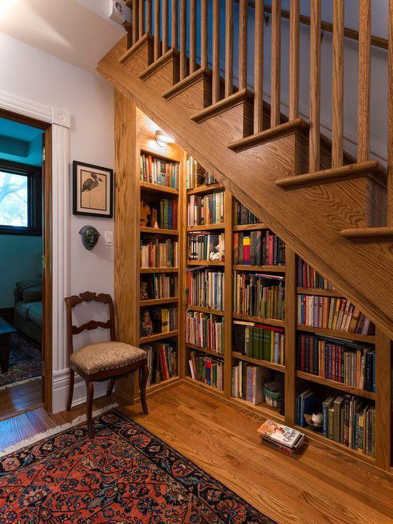 rak buku bawah tangga