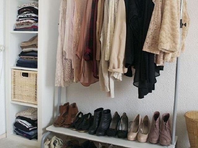 small-walkin-closet