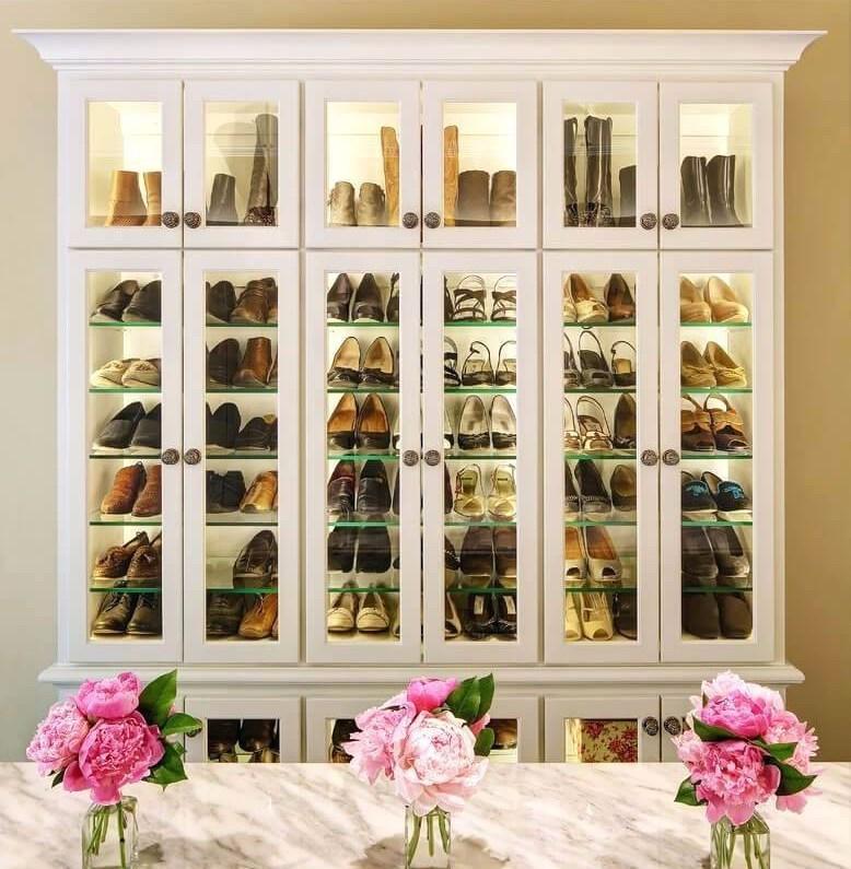 lemari kaca atribut fashion sepatu