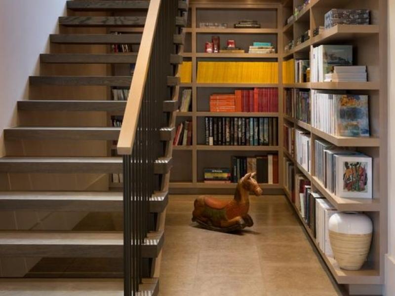 6 Desain Lemari Bawah Tangga Solusi Memaksimalkan Ruangan